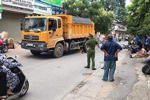Hà Nội: Thanh niên 9x bị xe tải kéo lê 20m, tử vong thương tâm