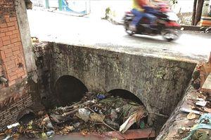 Rác nghẹt cống, Sài Gòn ngập nước!