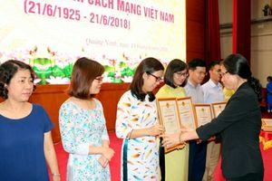Phóng viên Báo Lao Động đoạt giải nhất báo chí Quảng Ninh về loạt bài 'tour 0 đồng'