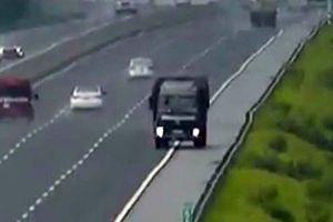 Kinh hãi tài xế xe tải chạy ngược chiều gần 10km cao tốc HN-HP