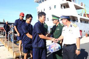 31 ngư dân gặp nạn khi đánh bắt cá ở Trường Sa vào bờ an toàn