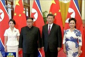 Những hình ảnh 'hiếm hoi' của ông Kim Jong-un và phu nhân ở Trung Quốc
