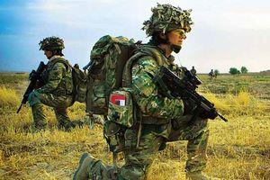 Hết đạn, một đặc nhiệm Anh dùng búa triệt hạ 3 phiến quân Hồi giáo Taliban