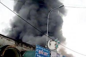 Cháy lớn ở chợ ngoại thành Hà Nội