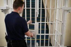 Quốc gia đóng cửa hàng loạt nhà tù vì… quá ế tội phạm