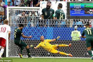Australia giành điểm đầu tiên ở World Cup 2018 nhờ VAR