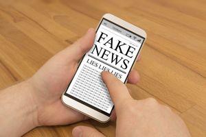 Cuộc chiến chống 'fake news' của các tòa soạn báo