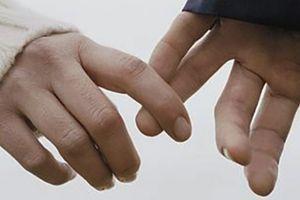 Tìm cách 'chạm' vào thế giới của nhau