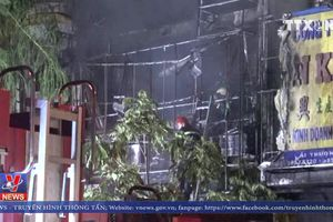 Cháy cửa hàng 5 tầng tại phố lồng đèn Quận 5