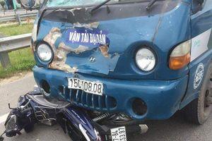 Va chạm với xe tải, người chồng chở vợ đi chữa bệnh tử vong
