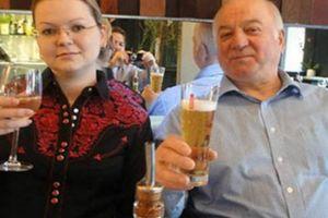 Anh 'thâu tóm' nhà cựu điệp viên Nga bị đầu độc với giá chát