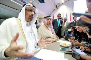 Giá dầu thế giới khó giảm