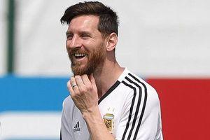 Messi cười thả ga khi nhận quà sinh nhật đặc biệt