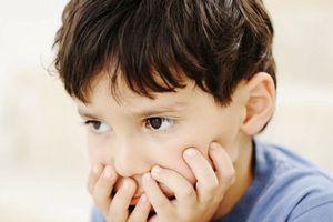 Dấu hiệu cảnh báo bé chậm phát triển ngôn ngữ theo từng giai đoạn