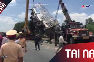 Ngủ quên khiến xe lao xuống vực, tài xế bị xe tải đè dập nát hai chân