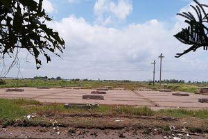 Nghịch lý nghề làm muối ở Thái Bình