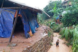 Mưa lũ gây ngập úng, cuốn phăng nhiều nhà dân ở Điện Biên