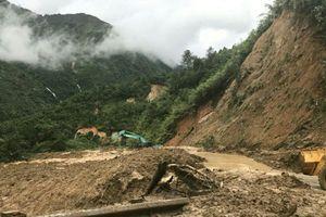 Giao thông các tỉnh phía Bắc tê liệt do mưa lũ gây sạt lở
