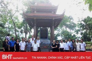 Đoàn cán bộ UBKT Tỉnh ủy hành hương về nơi thành lập Ban Kiểm tra Trung ương