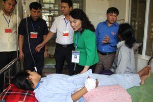 Thứ trưởng Bộ GD-ĐT thăm thí sinh bị rắn cắn suýt hoại tử vẫn ứng thí