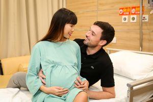 Siêu mẫu Hà Anh sinh con gái đầu lòng