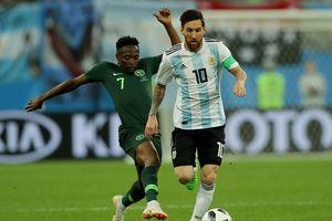 Argentina thoát cửa tử: Đồng đội phải che chở để Messi tỏa sáng