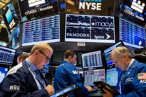 Chứng khoán Mỹ xanh nhẹ trở lại nhờ giá dầu