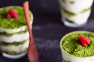 Tráng miệng bằng bánh tiramisu trà xanh ngon miệng, đẹp mắt