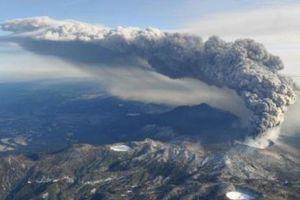Núi lửa Shinmoe tại Nhật Bản tiếp tục phun trào mạnh