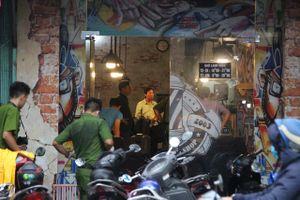 Thợ cắt tóc bị nhóm côn đồ xông vào tiệm đâm chết tức tưởi
