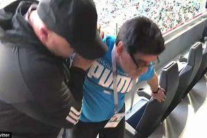 'Con cháu' đá dở, khổ thân Maradona