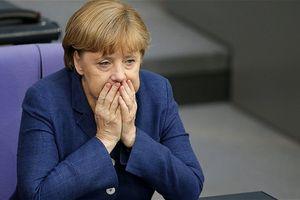 Thủ tướng Angela Merkel thất vọng và buồn bã sau khi Đức bị loại sốc
