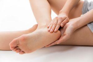 10 cách tự nhiên dưỡng ẩm gót chân mềm mại không tốn kém