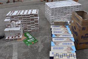 Xe tải ngụy trang chở gần 4.000 gói thuốc lá ngoại nhập lậu