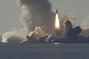 Cận cảnh sức mạnh tên lửa đạn đạo Bulava phóng từ tàu ngầm Nga