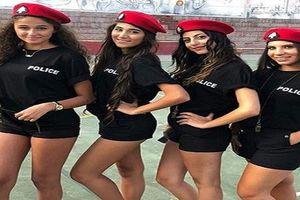 Nữ cảnh sát giao thông mặc quần short ngắn để hút khách du lịch