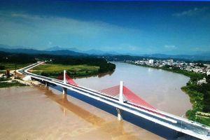 Thông xe cầu hai trụ dây văng đầu tiên bắc qua sông Hồng tại Yên Bái