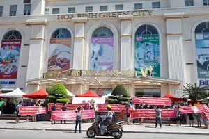 Vỡ mộng nhà cao cấp, cư dân Hòa Bình Green City đội nắng gần 40 độ đòi quyền lợi