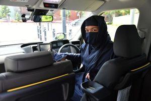 Độc đáo đi taxi Ninja và được hộ tống bởi 'lực lượng an ninh' ở Nhật Bản