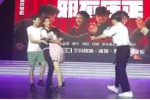 Bị fan sàm sỡ trên sân khấu, Bành Vu Yến ứng xử bất ngờ