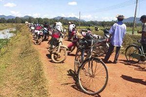 Phản đối dự án điện mặt trời: Dân giữ xe cán bộ