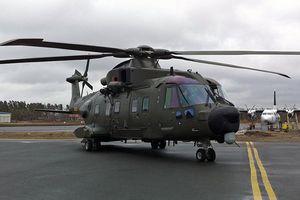 Đan Mạch: Trực thăng quân sự rơi cửa sổ xuống phố khi đang bay