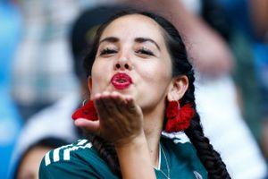 Mexico vs Brazil: Cuộc đua những đóa hoa gợi cảm 'thiêu đốt' sân cỏ