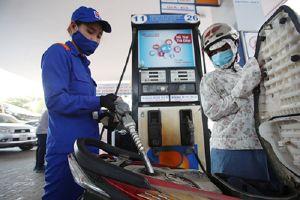 Giá cả chịu sức ép trước quyết định tăng thuế môi trường xăng dầu kịch trần