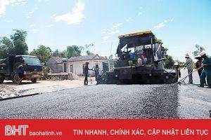Chạy đua thời gian, 'thi gan' nắng nóng trên công trường Đồng Lộc