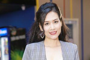 Hà Hương tự tin đóng vai cô giáo lạnh lùng khác với Nguyệt 'thảo mai'
