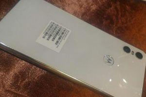 Motorola One bản màu trắng lộ diện, camera kép độc đáo
