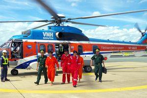 Trực thăng đưa 4 thuyền viên bị nạn trên biển vào đất liền