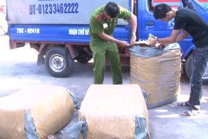 Ai là chủ của hàng trăm gói thịt 'bốc mùi' từ Lào về Huế?