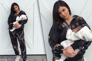 Kylie Jenner khoe tủ giày hàng hiệu xa xỉ của con gái 5 tháng tuổi
